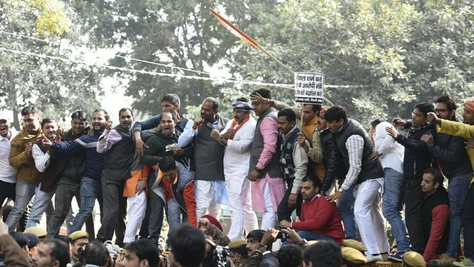 Manoj Tiwari leads a demonstration of BJP workers demanding the dismissal of Satyendra Jain and an explanation from CM Arvind Kejriwal on allegations of nepotism under his government at Civil Lines in New Delhi on Monday.