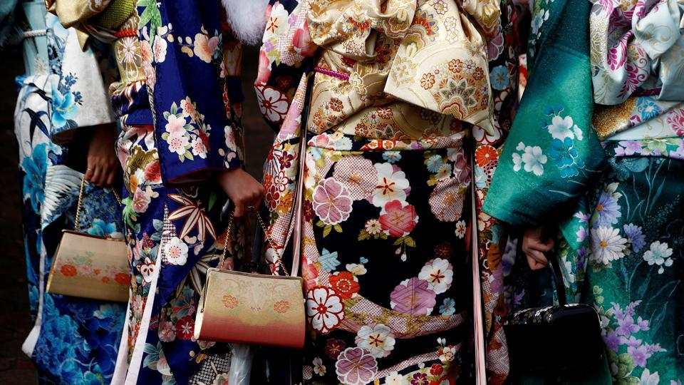 Women in kimonos display their bags.  (REUTERS)