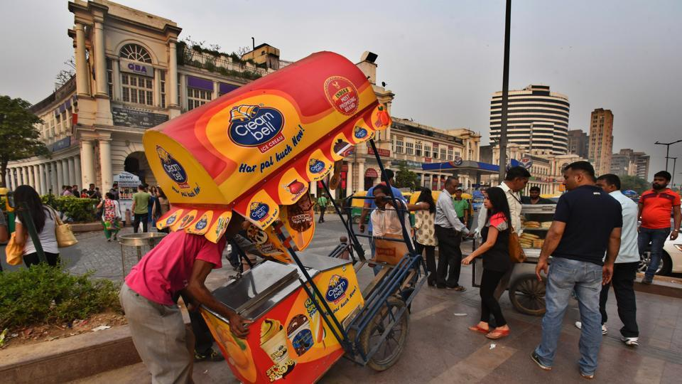 An NDMC worker removes an ice-cream vendor's cart in an eviction drive at Connaught Place in April 2016.
