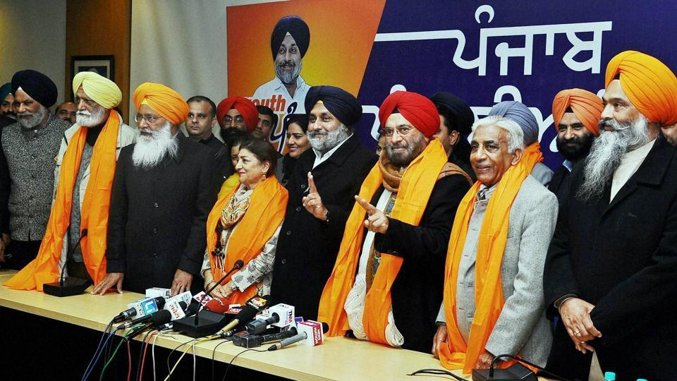 Shiromani Akali Dal president Sukhbir Singh Badal with former Army chief - General (retd) J J Singh as the party's candidate from Patiala (Urban) assembly constituency and others during a press conference in New Delhi ahead of Punjab polls.