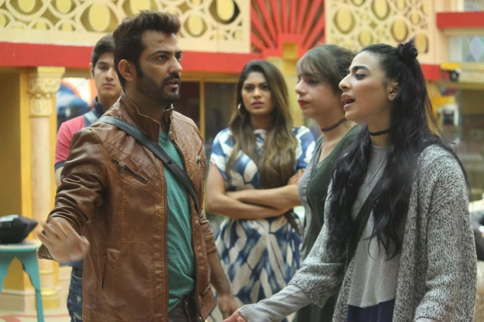 Manu insists that Bani is the one who is making Nitibha fight with Manveer and Monalisa agrees with her.