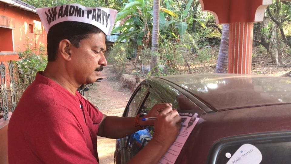 AAP chief ministerial candidate Elvis Gomes canvasses at Cuncolim, the village he was raised in.