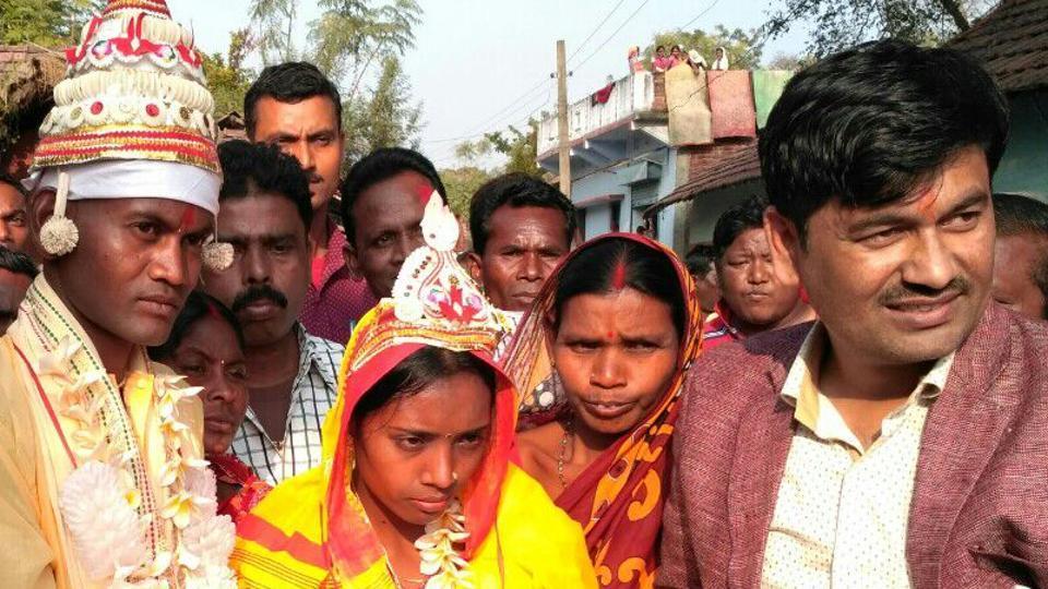 The groom Subhash Nayak has dedicated his initiative to Prime Minister Narendra Modi's cashless drive.