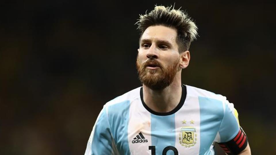 Lionel Messi's statue, which was unveiled last June in a public attempt to convince him to reconsider his international retirement  in Buenos Aires, was vandalised.