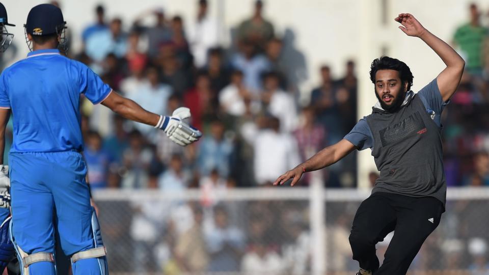 Mahendra Singh Dhoni,India A vs England XI,Dhoni fan