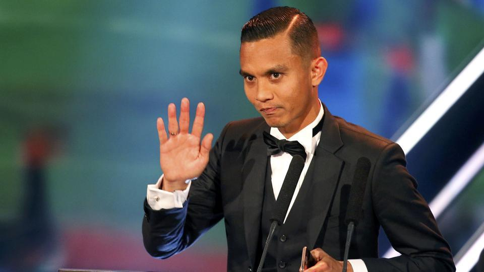 Mohd Faiz Subri of Malaysia receives the award won the Puskas award for the best goal of the year (REUTERS)