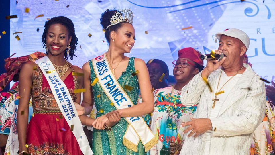 Miss Guyana 2016 and newly elected Miss France 2017 Alicia Aylies (C) and Miss Guiana 2016 first Dauphine Ruth Briquet (L) stand on stage during a show on January 9, 2017 in Cayenne. (jody amiet / AFP)