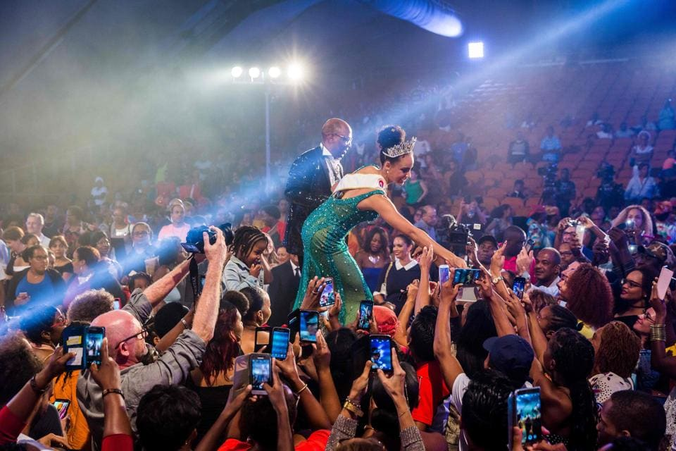 Miss Guyana 2016 and newly elected Miss France 2017 Alicia Aylies (C) greets her fans during a show on January 9.  (jody amiet / AFP)