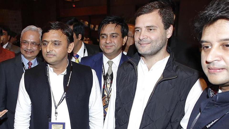 Uttar Pradesh chief minister Akhilesh Yadav along with Congress vice president Rahul Gandhi during Hindustan Times Leadership Summit in 2015.