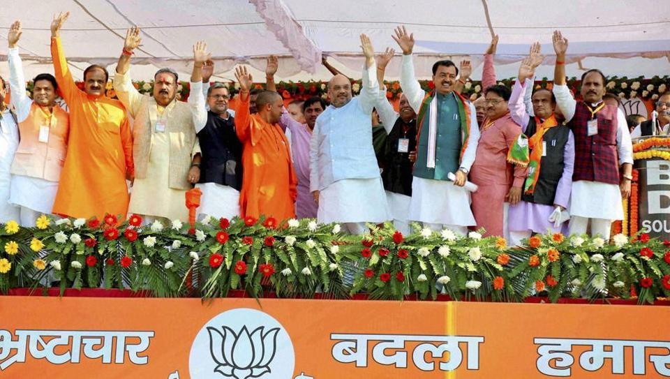 BJP National President Amit Shah with party leaders at Parivartan Yatra at Ganesh Shankar Vidyarthi Smarak Inter College Ground, Maharajganj, Uttar Pradesh.