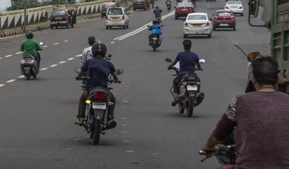 A fortnight since the Mumbai police launched an all-out crackdown against bikers driving without helmets and other traffic offences, bikers from south and south central Mumbai have found their way out by ganging up on internet messaging application, WhatsApp, to post alerts about police checks in their respective localities.