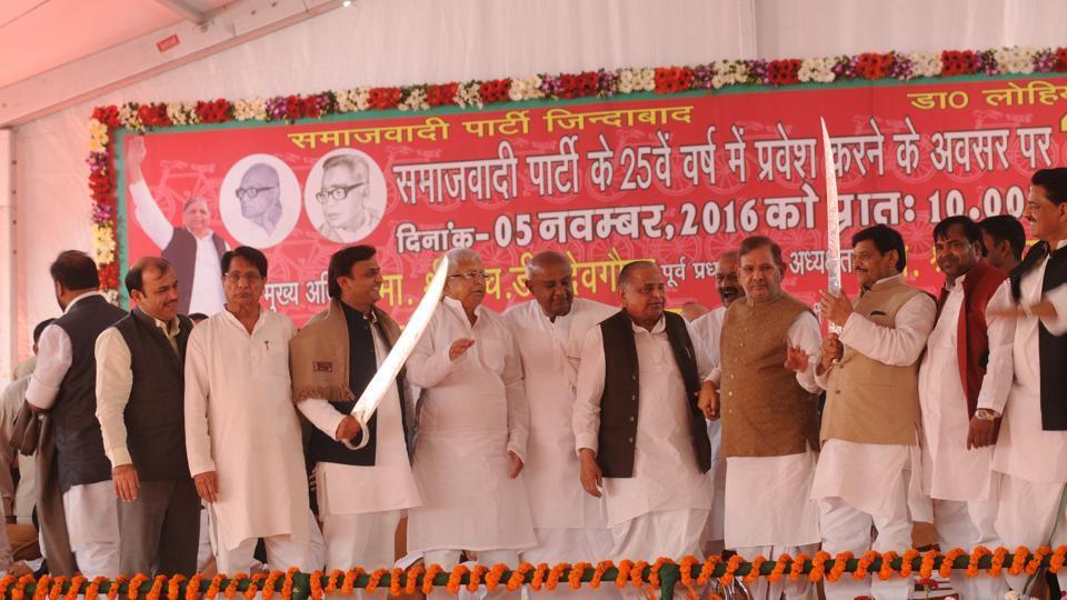 Smaller parties are hopeful of a Bihar-like alliance if Samajwadi Party splits.