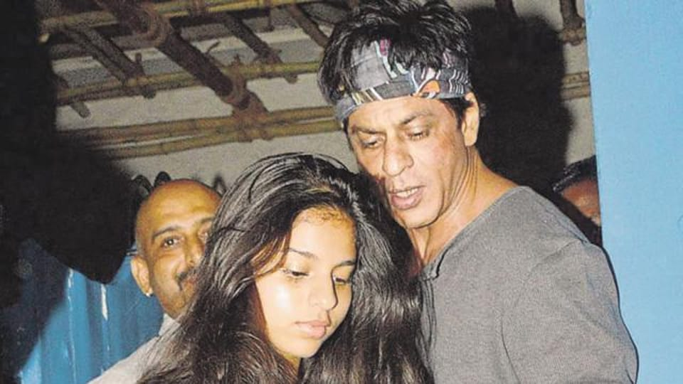 Shah Rukh Khan snapped after taking out daughter Suhana for dinner.