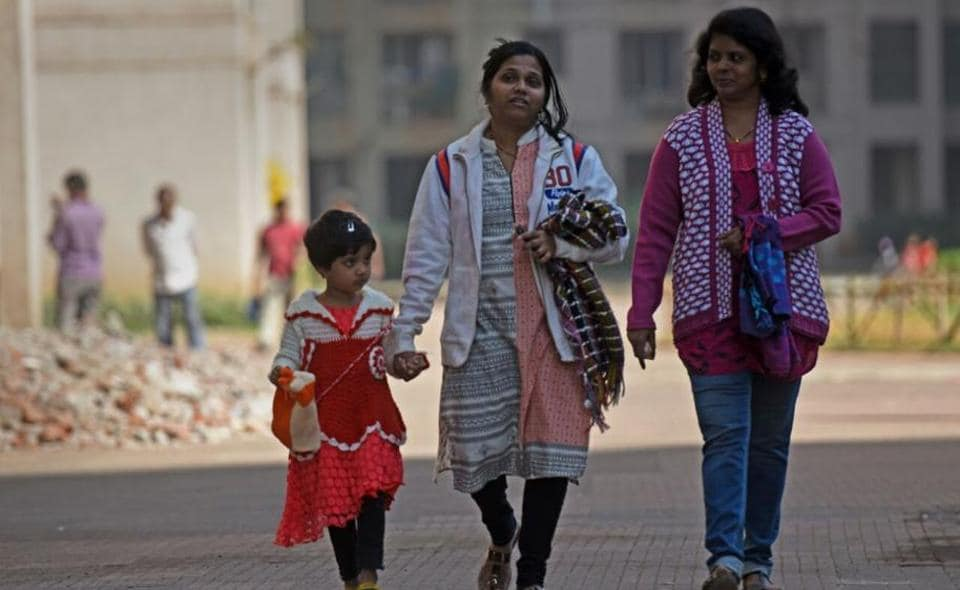 Representative of Mumbai, the weather station at Santacruz that recorded 13.6 degrees Celsius, 3.6 degrees Celsius below normal, on Tuesday, recorded the night temperature at 12.5 degrees Celsius, 4.4 degrees Celsius below normal on Wednesday morning.