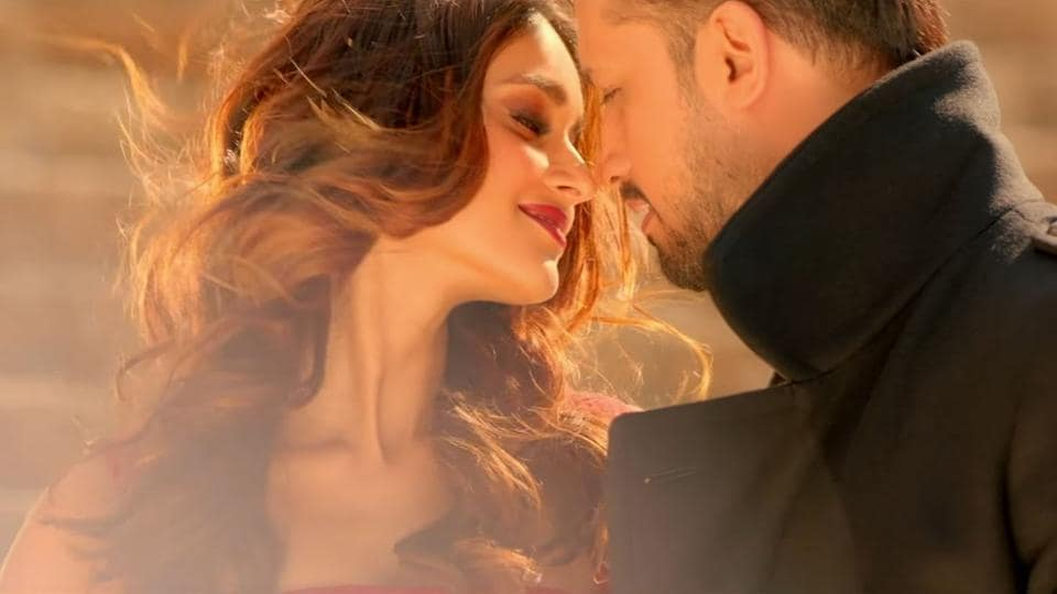 Amid the tension regarding Indian and Pakistani artists, Atif Aslam and Ileana D'cruz shot for  a music video together.