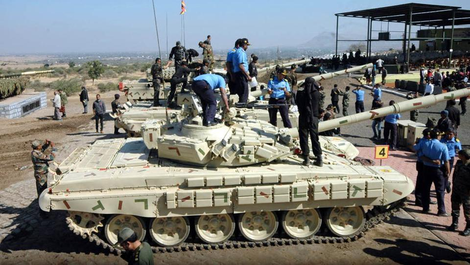 New state-of-the-art weapons systems are being inducted, as well as qualitative upgradation of the existing systems is being undertaken. The transformation of the Corps of Army Air Defence is proceeding on a fast track, at KK Ranges Ahmednagar in Pune. (ht photo )