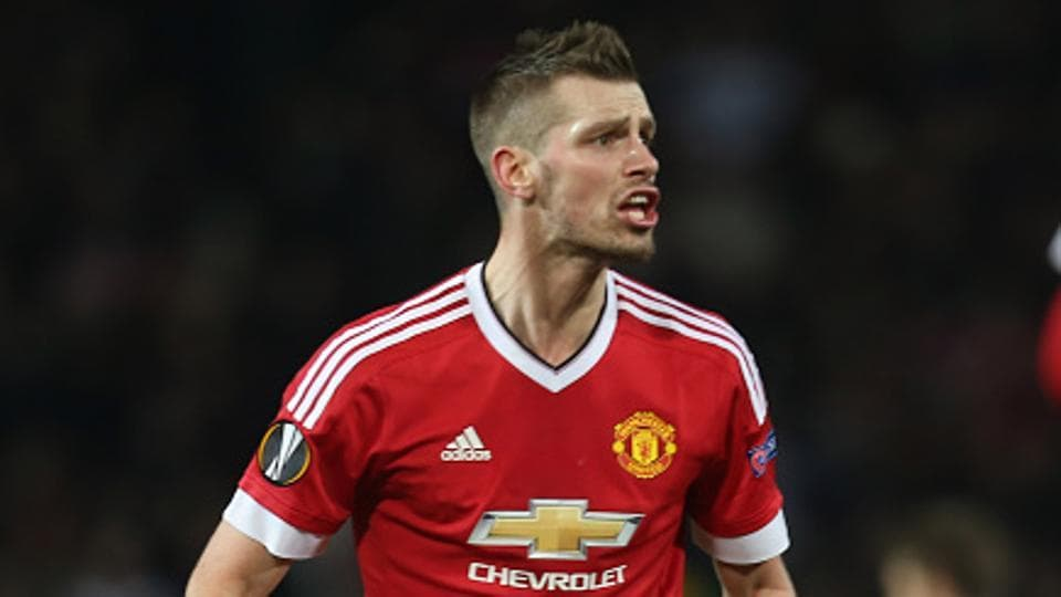 Manchester United FC have agreed to sell midfielder Morgan Schneiderlin to Everton FC for a fee of 22 million pounds ($26.76 million), British media reported on Tuesday.