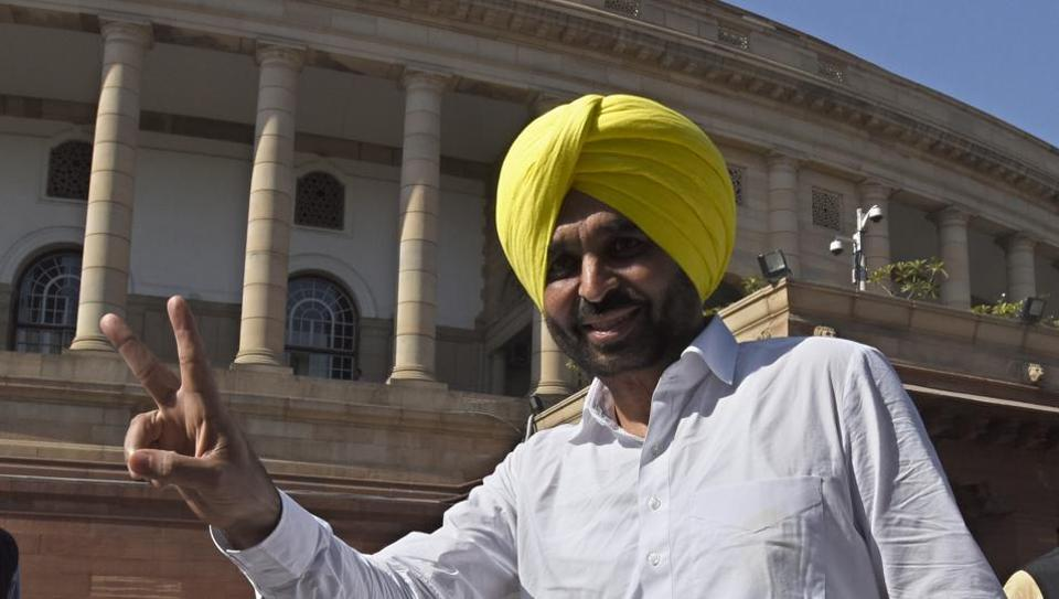 New Delhi, India, 28 Nov, 2016: Aam Adami Party MP Bhagwant Mann arrive at parliament house for the attending Parliament Winter session in New Delhi, India on Monday, November 28, 2016. ( Photo by Sonu Mehta/ Hindustan Times)