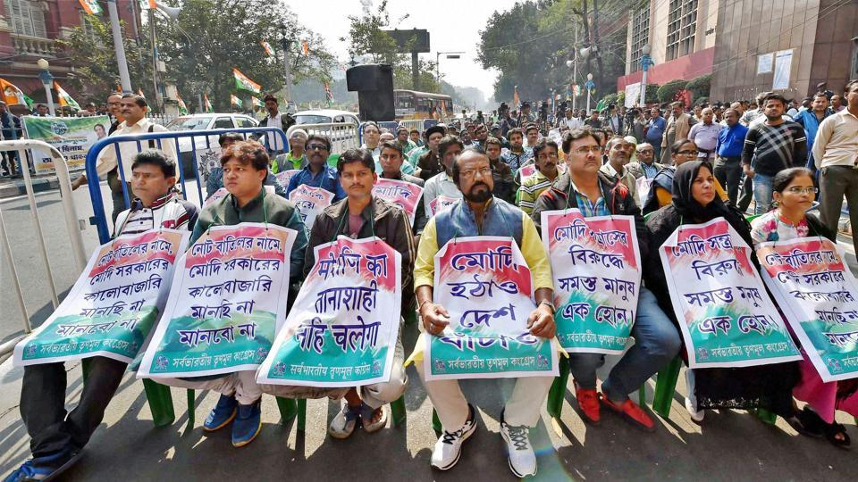 TMC activists take part in three days demonstration in front of Reserve Bank of India to protest against demonetization in Kolkata.