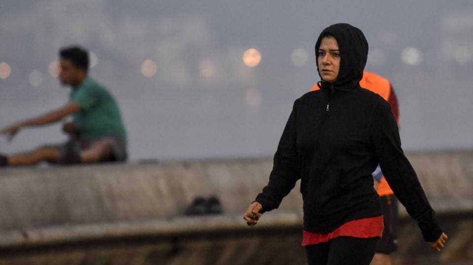 A girl wearing warm cloths during cold weather at Marine Drive in Mumbai. (Kunal patil/ht photo)
