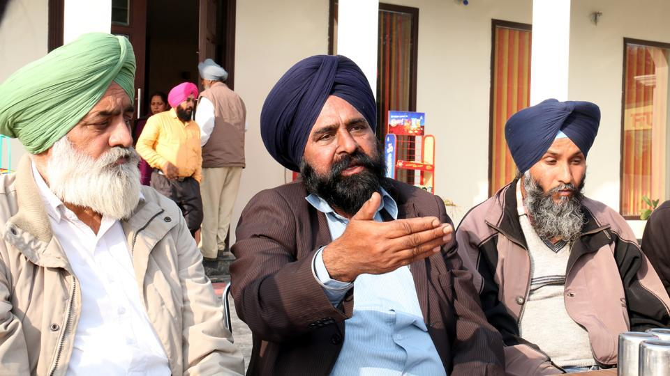 Sadhu Singh (centre), the aggrieved father of deceased Gurjeet Singh, at the Sehaj Dhaba in Kotkapura.