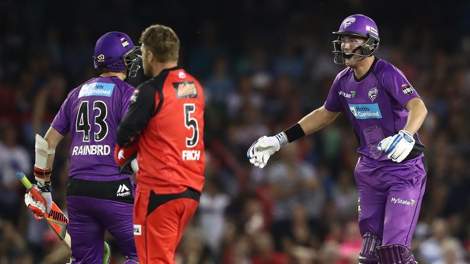 Stuart Broad scored the winning runs as Hobart Hurricanes pulled off a record-breaking chase against Melbourne Renegades in the Big Bash League.