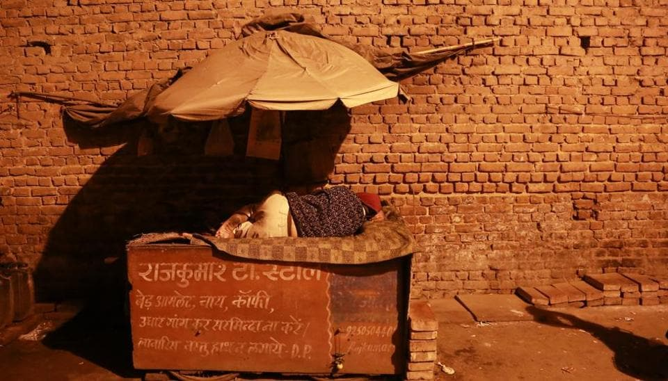 MAKING THE BEST OF IT: He is a prince in his own little world: A tea-seller sleeping in his small shop in  Paharganj. (AMAL KS/HT PHOTO)