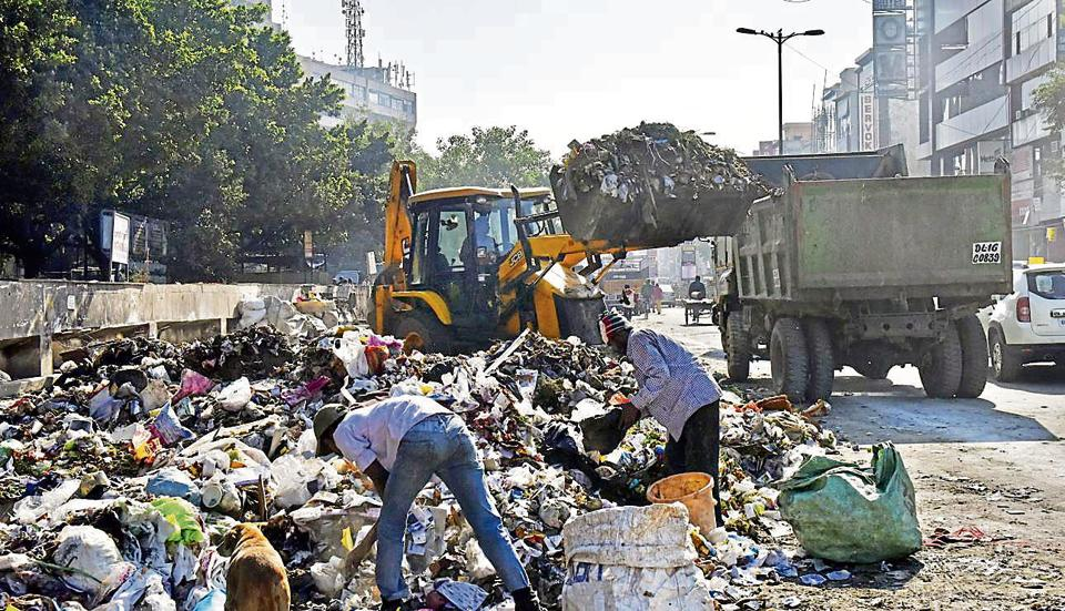 Delhi,garbage,stinks
