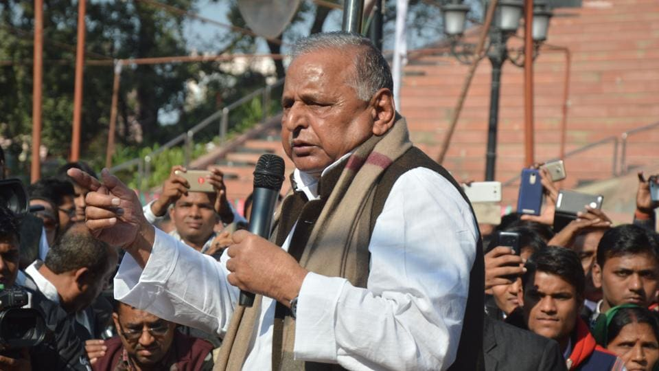Samajwadi Party chief Mulayam Singh Yadav addressing party workers at Samajwadi party office in Lucknow.