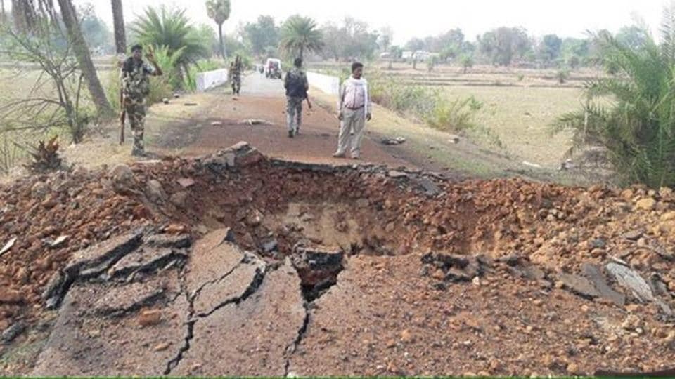 Five security personnel, including three CRPF men, were  injured in an IED blast during an anti-Naxal operation in the jungles of Latehar district.