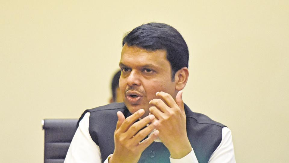 The Congress, its off-shoot parties and leaders have looted the country and the state, said Fadnavis.