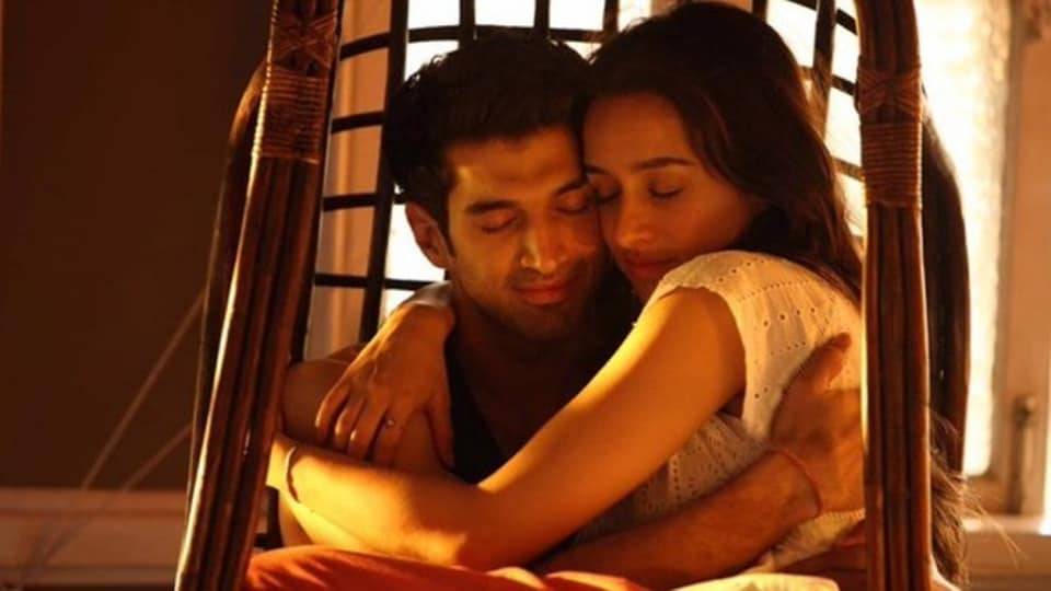 Aditya Roy Kapur and Shraddha Kapoor play a young couple who do not believe in the concept of marriage.