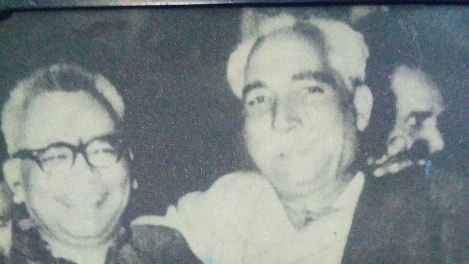 Chhunnan Guru with socialist leader Ram Manohar Lohia.