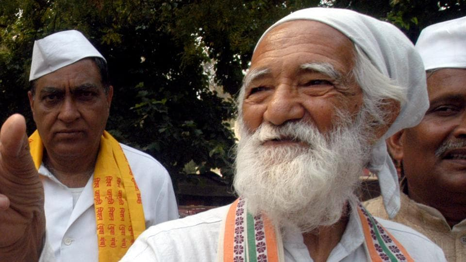 Sunderlal Bahuguna was a prominent face of the Chipko movement, which started  in the 70s sto safeguard trees in the hills of Uttarakhand, then part of Uttar Pradesh.