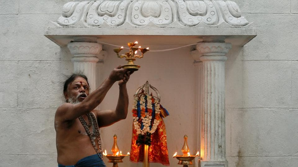 A Hindu priest prays during the Tamil harvest festival of Thai Pongal at a Hindu temple in Colombo. (REUTERS)