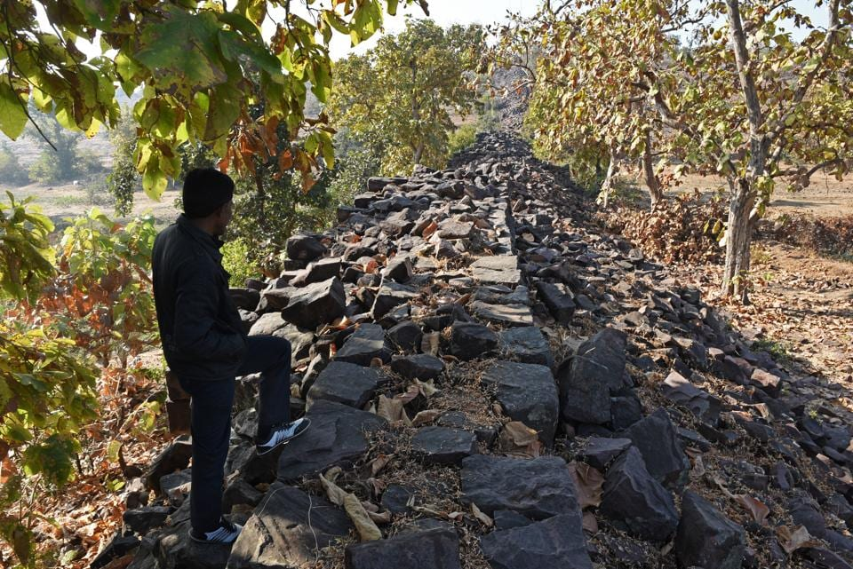 Take a walk along the unnamed MP wall that makes historians scratch their heads. (Pratik Chorge/HT)