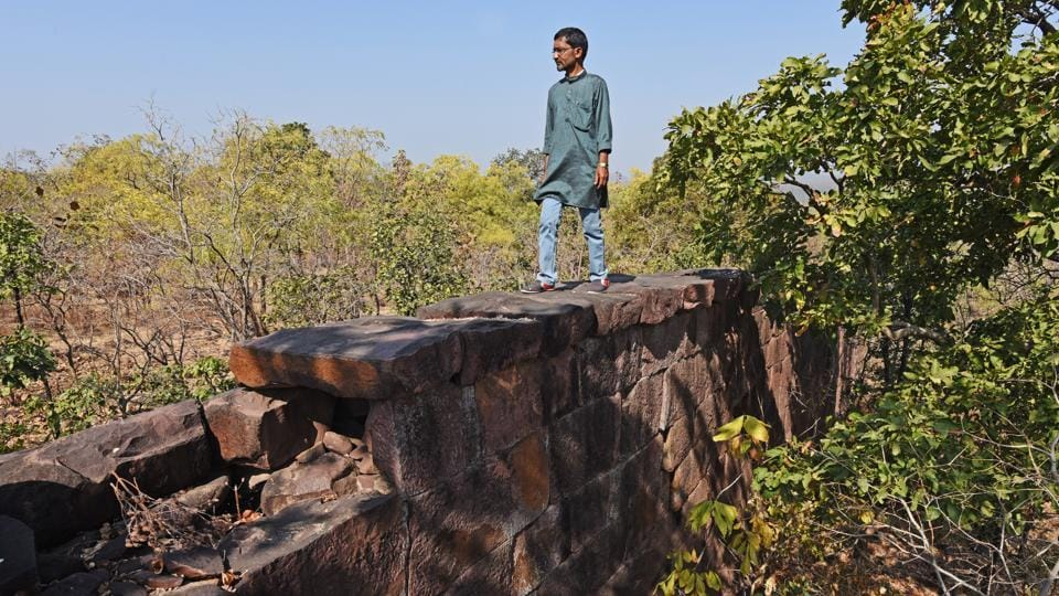 Built from sandstone, stretching for 80km in the heart of Raisen, Madhya Pradesh, stands this long-abandoned wall that's been puzzling historians. Who could have possibly built it? (Pratik Chorge/HT PHOTO)