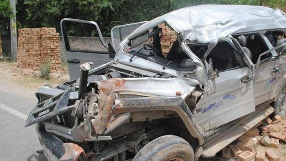 Eight persons returning after a day-long picnic were killed and seven others were injured when their pick-up van collided head on with a truck in West Bengal's Nadia district on Sunday