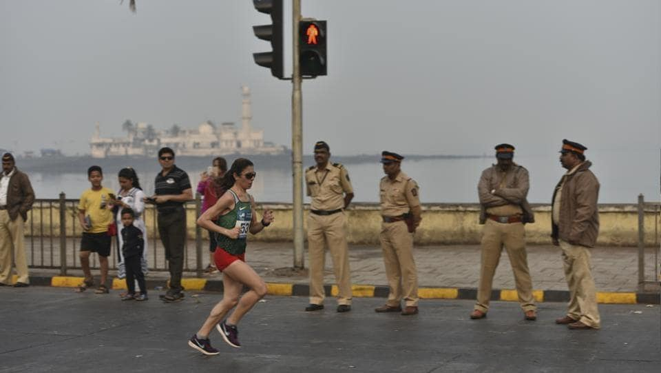 Participants during Mumbai Marathon, Haji Ali, Mumbai (aalok soni/ht photo)