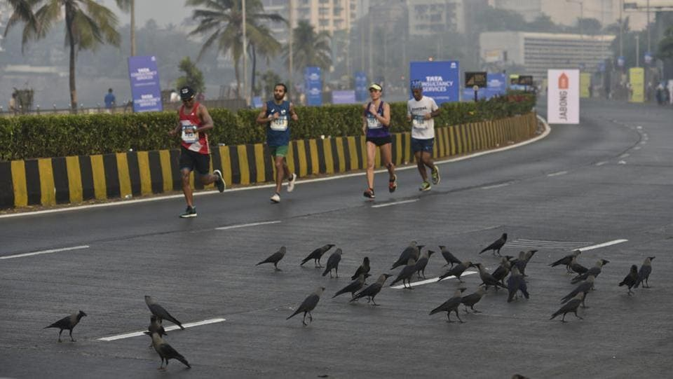Participants during Mumbai Marathon, Haji Ali (aalok soni/ht photo)