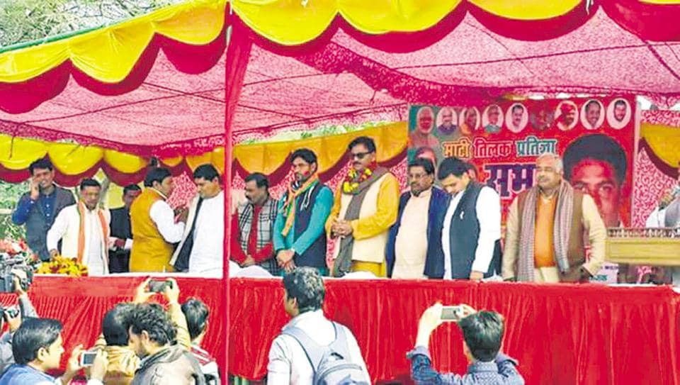 Thakur Dhirendra Singh (wearing a garland and in shades) quit the Congress to join the BJP.