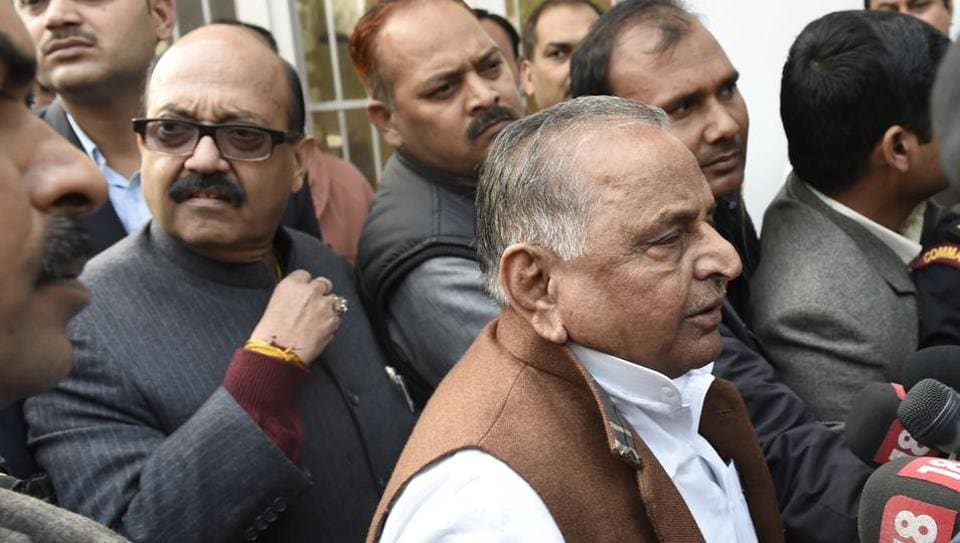Amar Singh with Samajwadi party leader Mulayam Singh after meeting with the Election Commission in New Delhi on Jan 9.