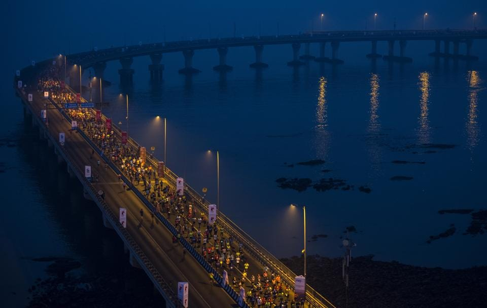 Participants run during the 2017 Mumbai Marathon at Bandra-worli Sealink in Mumbai. (Satish Bate/HT PHOTO)
