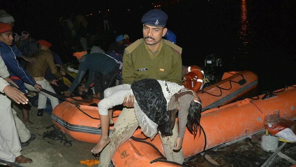 SDRF team fishes out a body of girl from the Ganga river near Patna where a boat capsized.