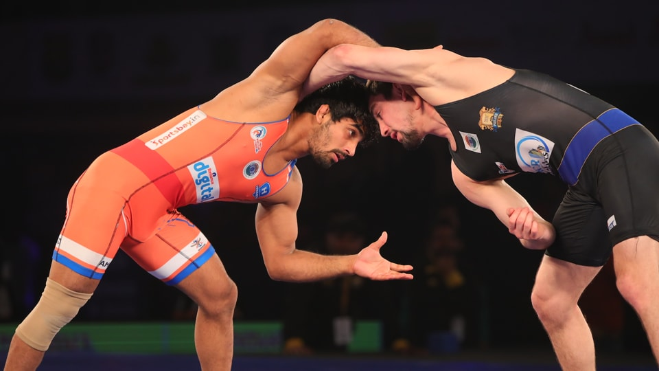 Sandeep Tomar continued Haryana Hammers' unbeaten run in the Pro Wrestling League as they defeated Punjab Royals 5-2.