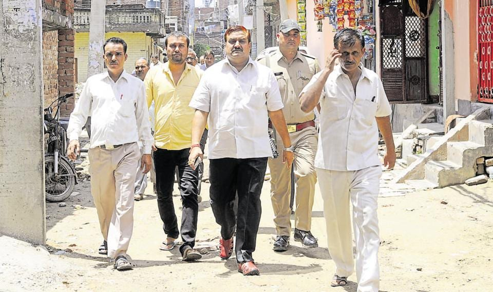 Bahujan Samaj Party on Monday expelled its MLA from Sahibabad constituency of Ghaziabad district on charges of indiscipline and anti-party activities.