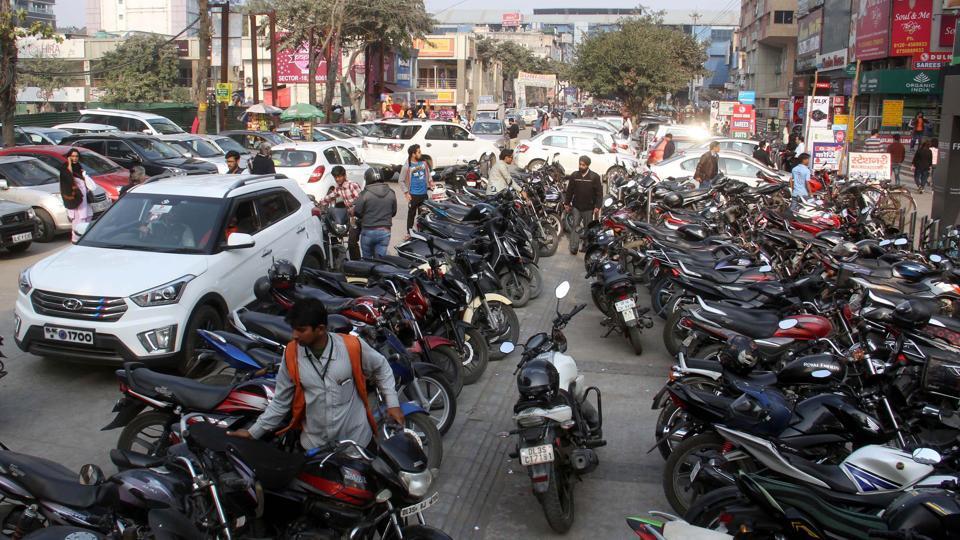 Noida,parking lot,roadside parking