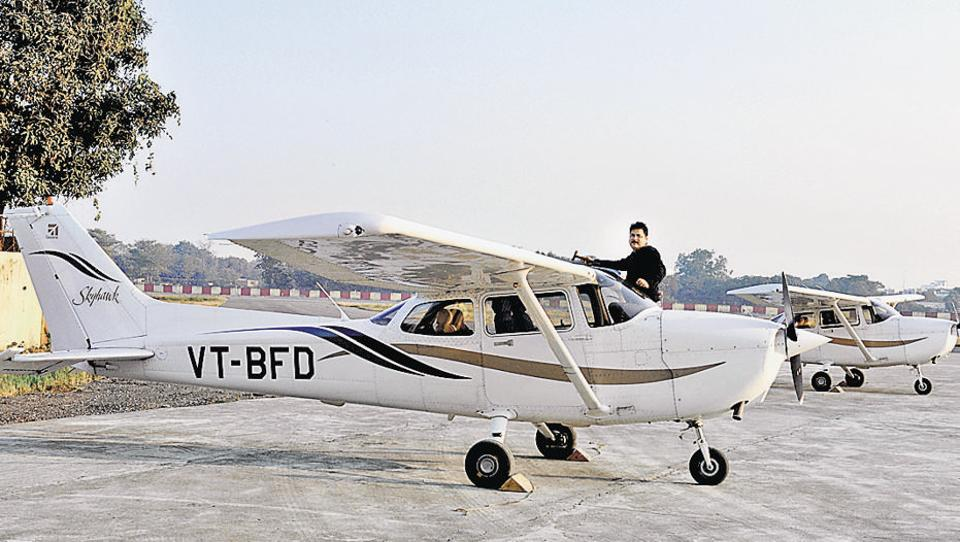 Four trainer aircraft of the Bihar flying institute will have two cameras each to capture the human chain. (APDube/HTPHOTO)
