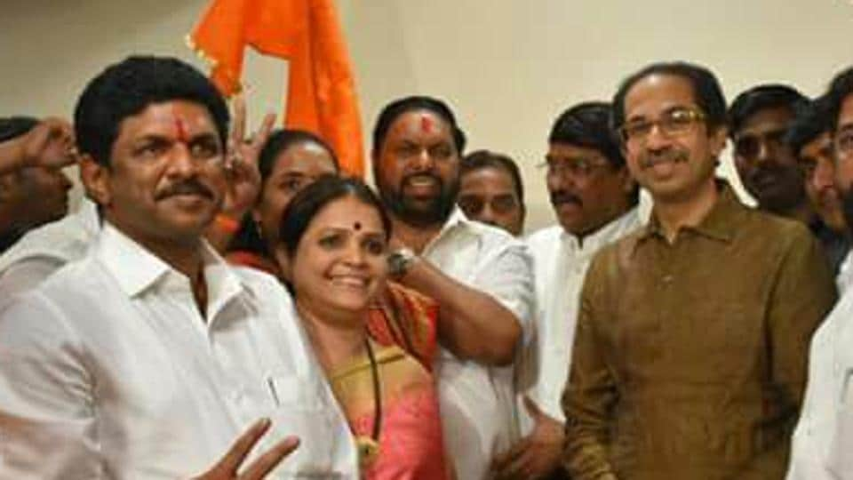 Sanjay Bhoir (left) attends a party with Shiv Sena members, including chief Uddhav Thackeray (right) on Monday.