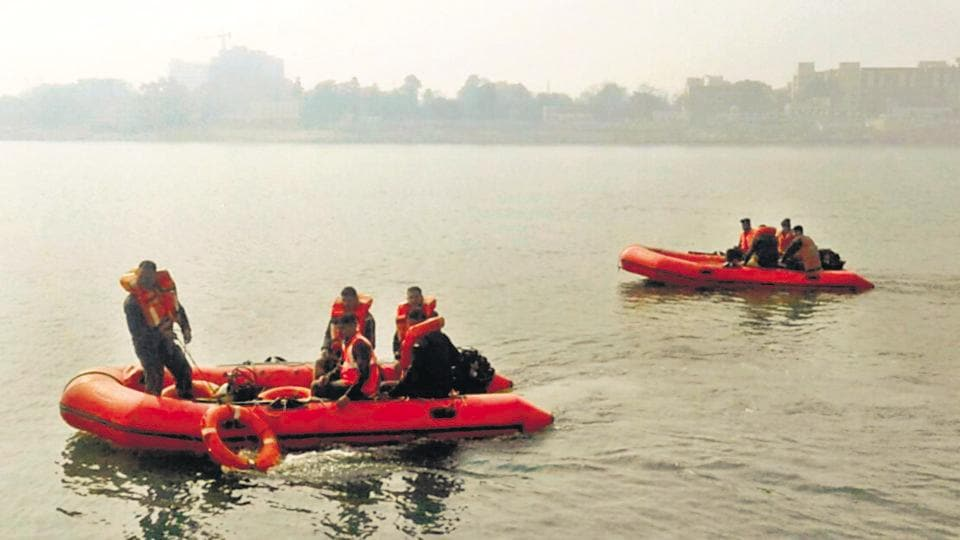 NDRFpersonnel carrying out rescue operation after the boat tragedy. (HTPhoto)